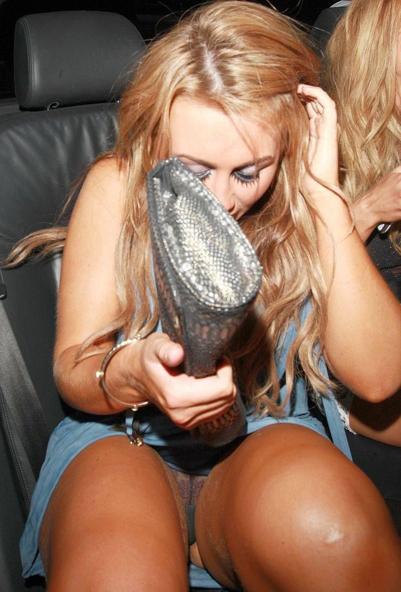 Blonde slut with tiny tits flashes nude upskirt  № 505845 бесплатно