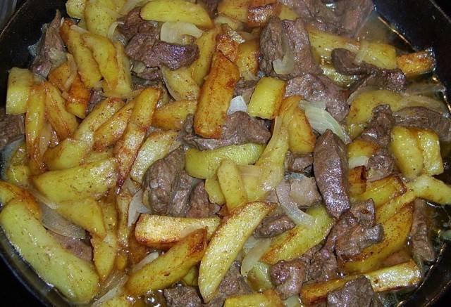 Печень с жареной картошкой с фото