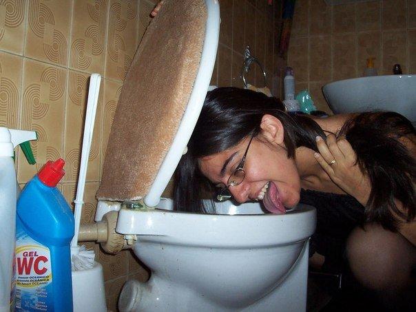 foto-rab-zhenshina-v-tualete