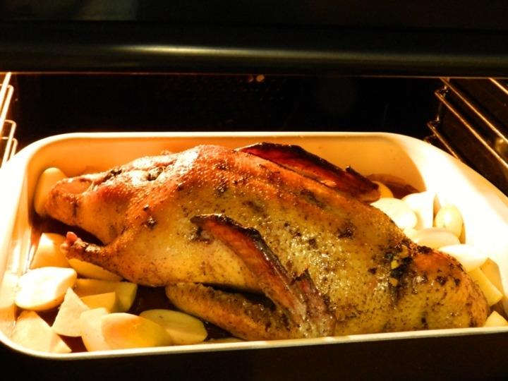 Утка с яблоками в духовке в утятнице пошаговый рецепт с фото