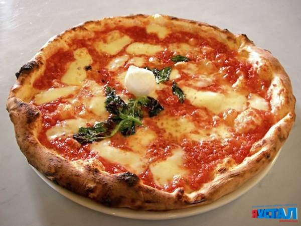 Как подают пиццу в разных странах мира