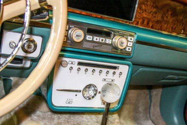 1447222036 na avtosalone v dubae predstavili rossiyskiy avtomobil bilenkin vintage 10