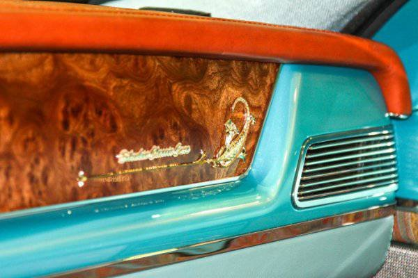 1447222057 na avtosalone v dubae predstavili rossiyskiy avtomobil bilenkin vintage 11
