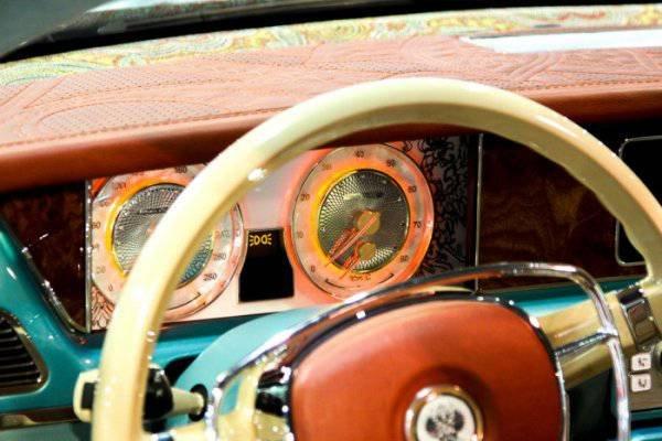 1447222112 na avtosalone v dubae predstavili rossiyskiy avtomobil bilenkin vintage 7