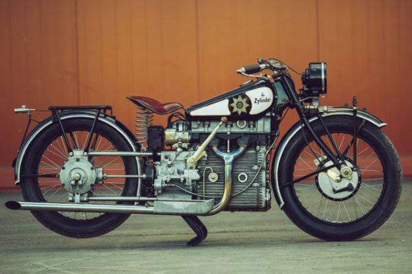 Настоящей сенсацией 1927 г., мотоцикл WINDHOFF 750
