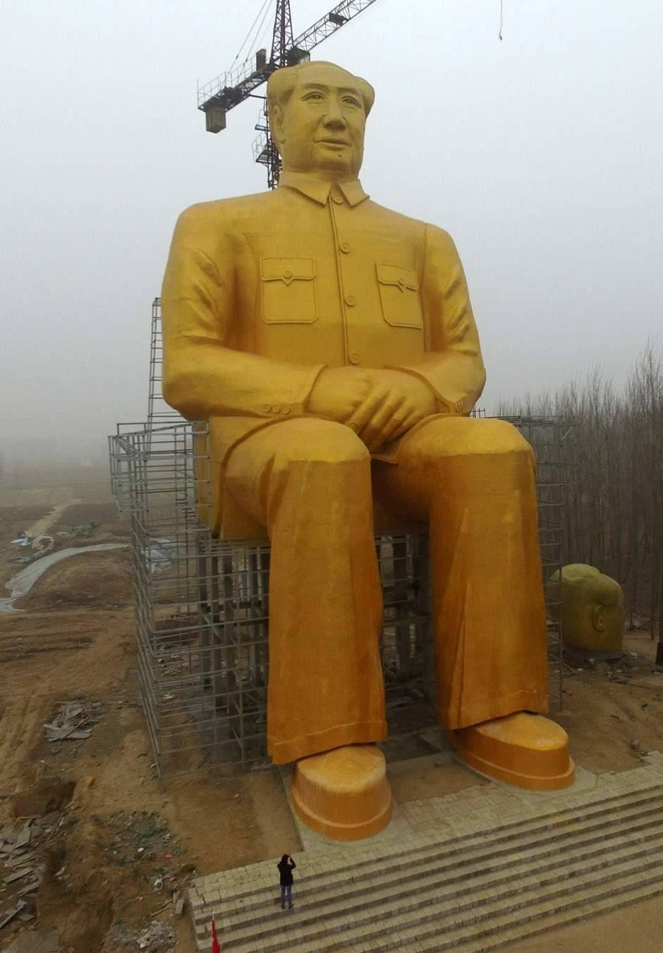 Golden Mao Zedong demolido