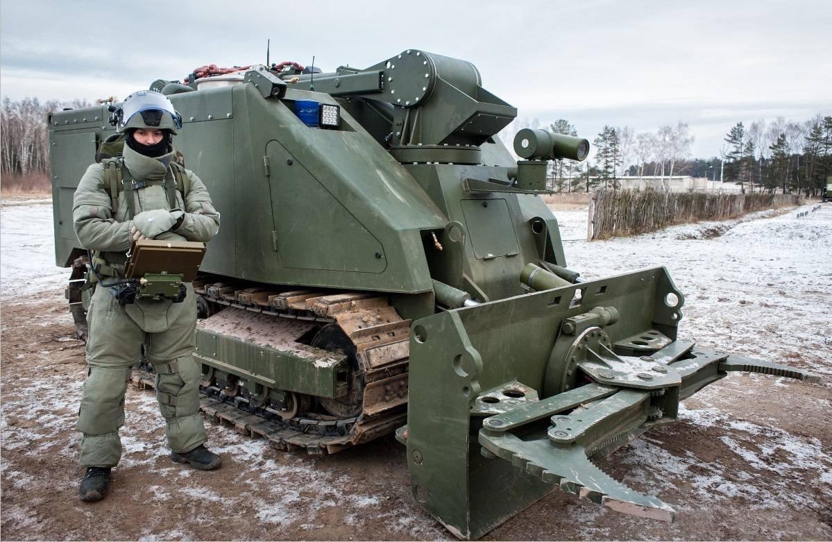 1455086772 rossiyskie boevye roboty uran 20
