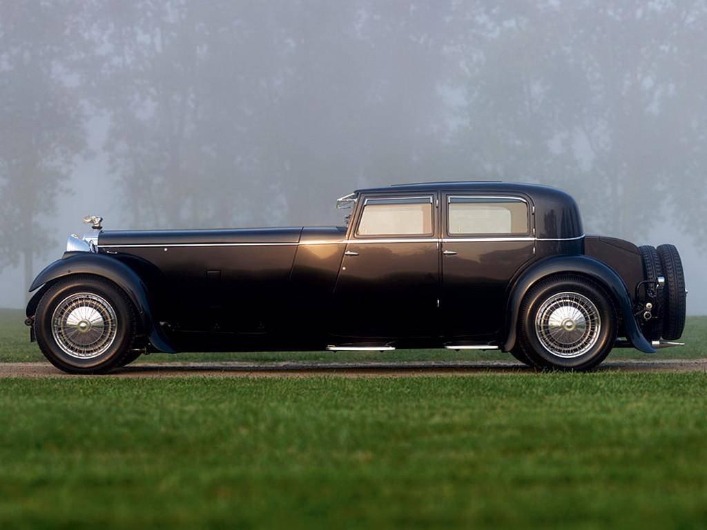 """Яркие представители позднего """"античного"""" стиля, автомобили с очень большим капотами"""