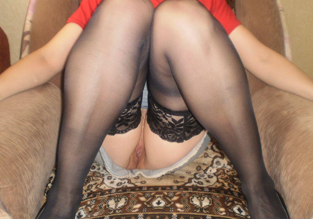 под юбками без трусов фото