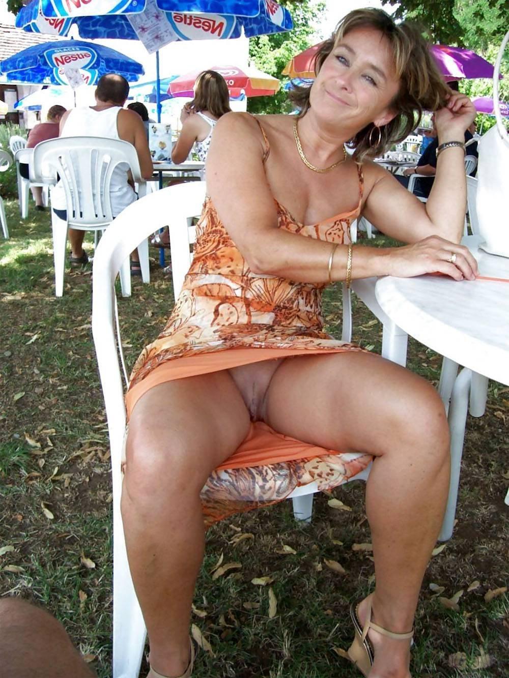 Mature Woman Up Skirt
