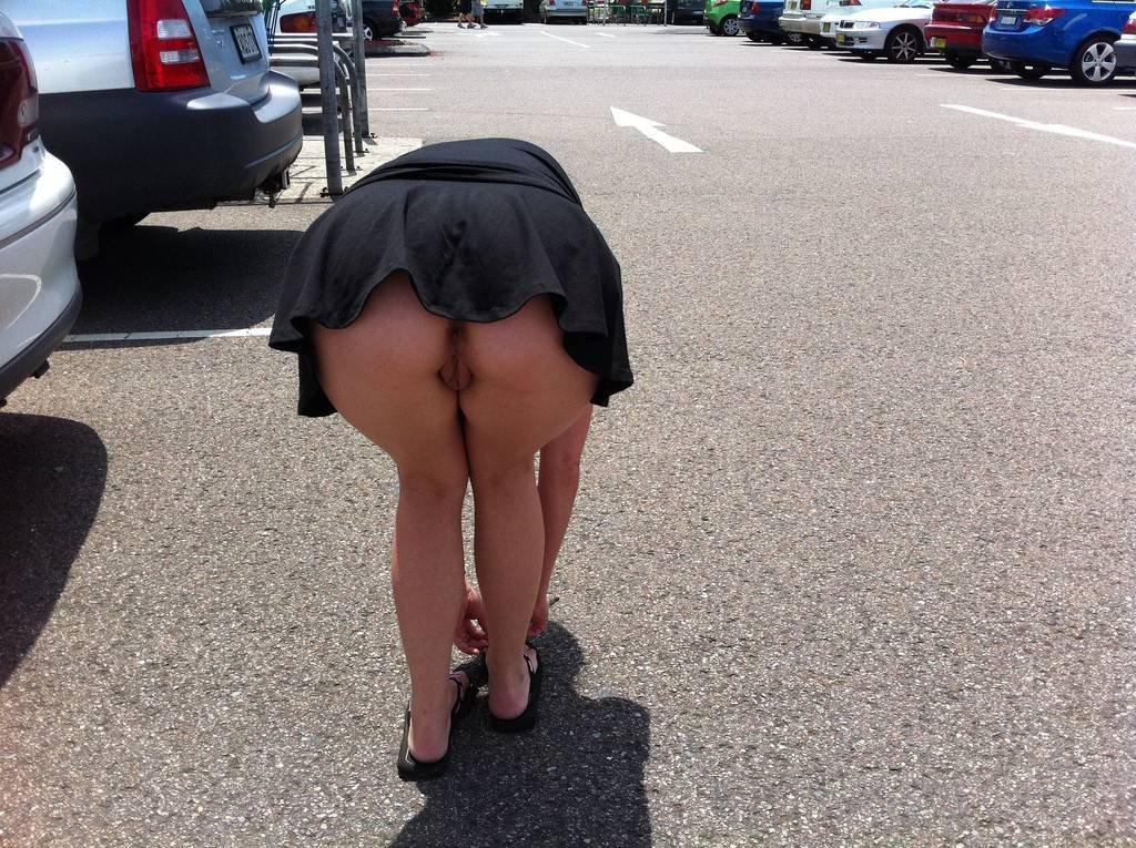 Порно с шикарной юбкой конечно