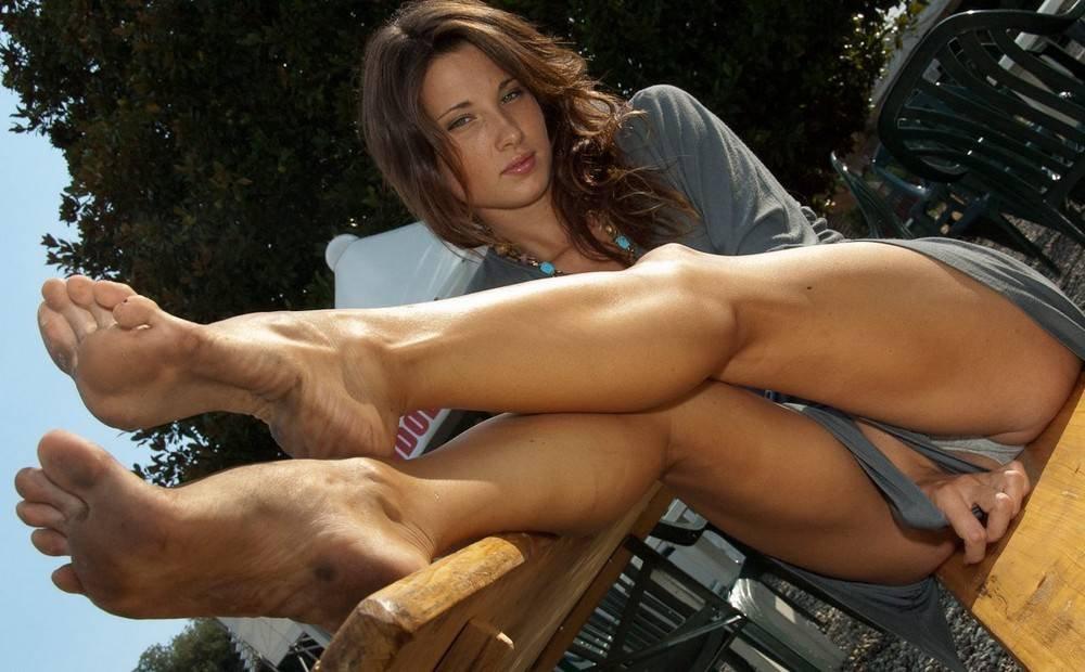 Босиком девушки порно, порно трансы и лесби страпон мамка соски