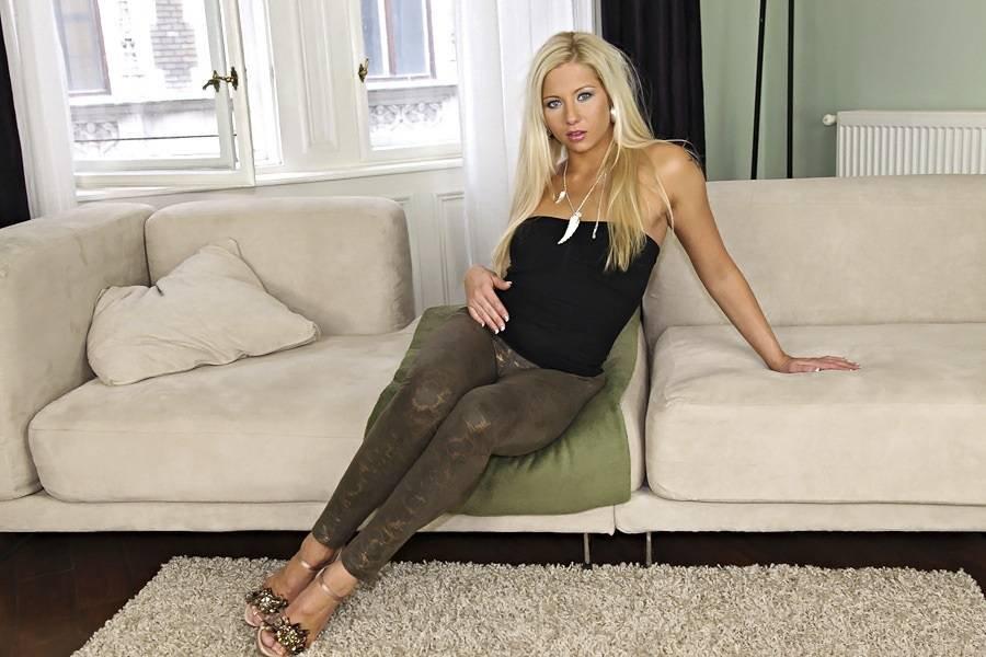 девушки анальный блондинка модель соло видео информирования просвещения
