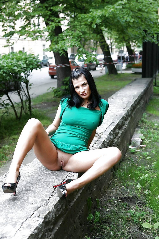 ogolila-pizdu-na-ulitse