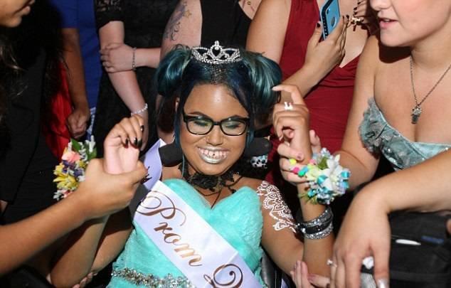 14-летнюю неизлечимо больную девочку выбрали королевой  ...