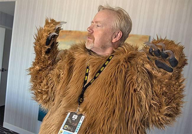 Смешной костюм медведя на Comic-Con 2016, включающий в  ...