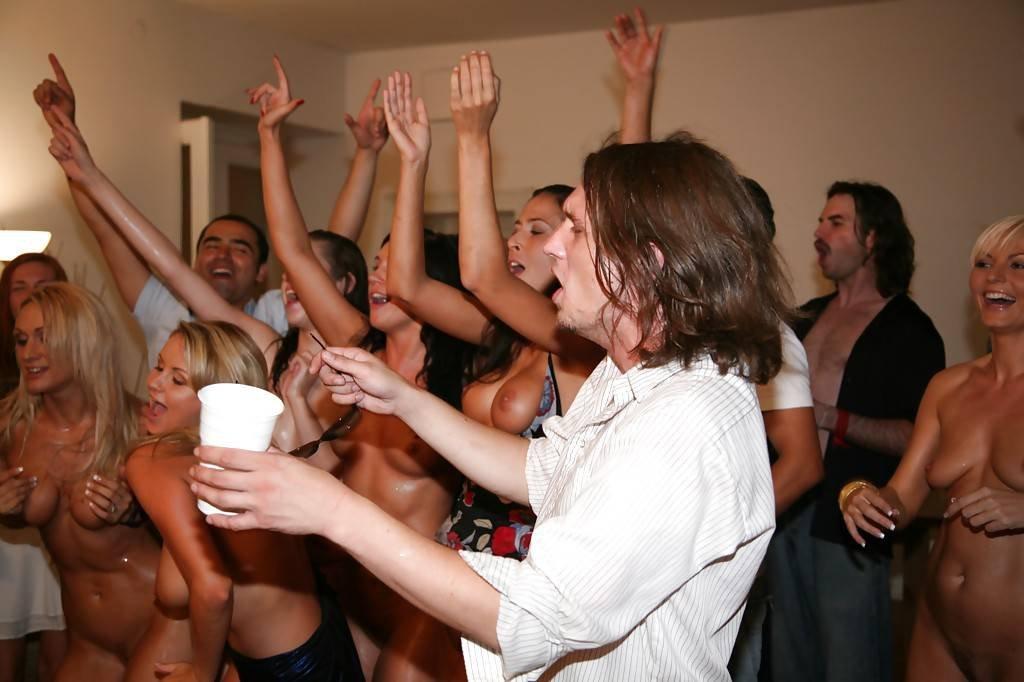 Телки на вечеринке студенты — pic 13