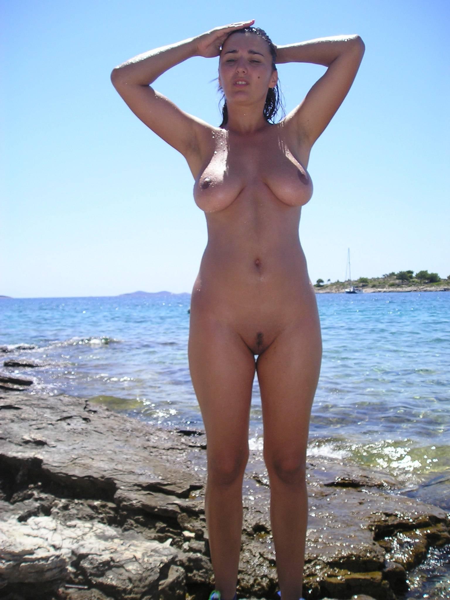 домашнее фото на пляже голых женщин всего этого