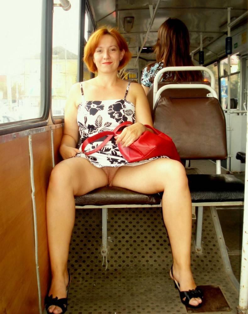 Брюнетка без трусиков под юбкой в общественном транспорте видео — photo 9