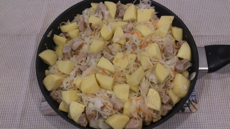 Свинина с картофелем и квашеной капустой