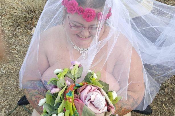 Девушка вышла замуж голышом после комы