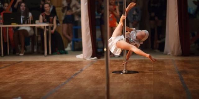 Конкурс по детским танцам на шесте вызвал возмущение