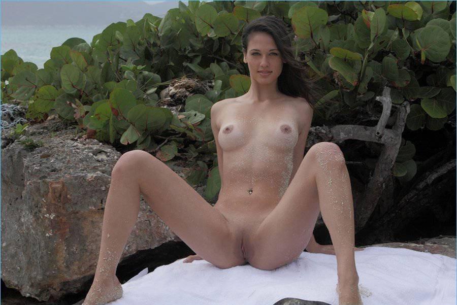 Teen nude girl thumb