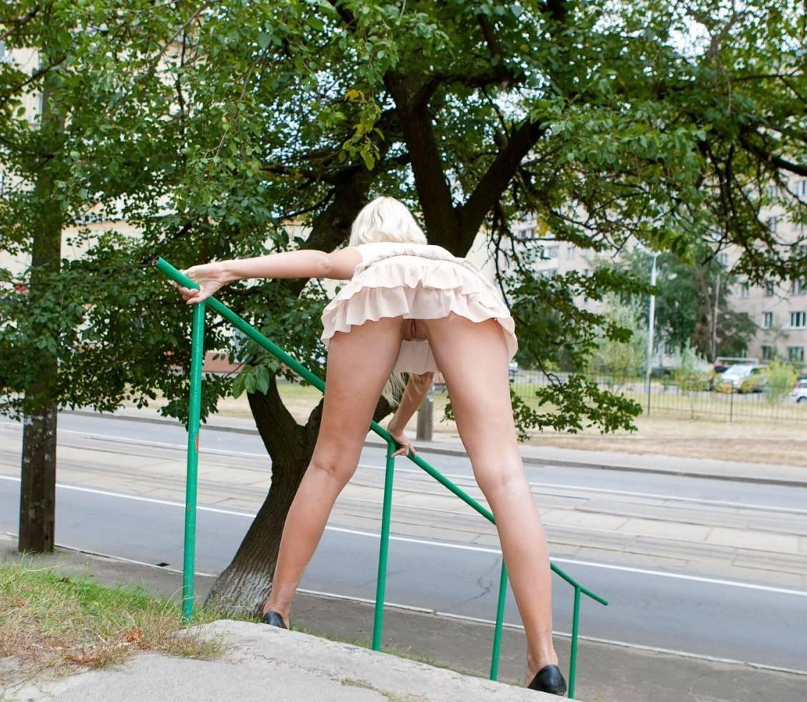 восьмидесятых порно картинки в мини юбках на улице как раз-таки, именно