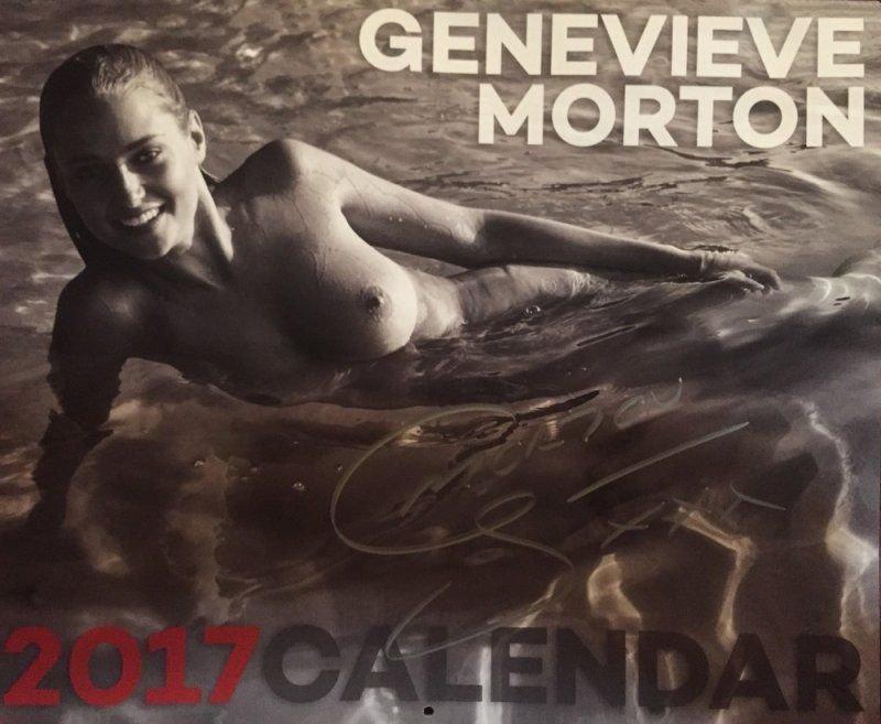 Секси Женевьева Мортон Позирует В Белье Для Календаря