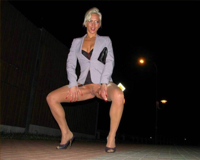 танцуют бабы в юбках и без трусов порно видео - 9