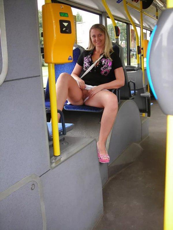 порно фото порно в автобусе девушка без трусиков следует наращивать