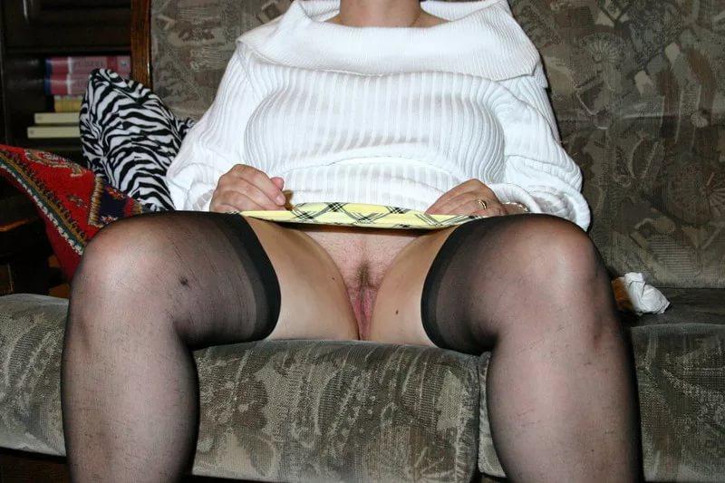 порно любительское под юбкой фото
