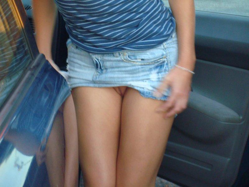 рукой мама фото будут джинсовой мини юбкой видны трусики том, что