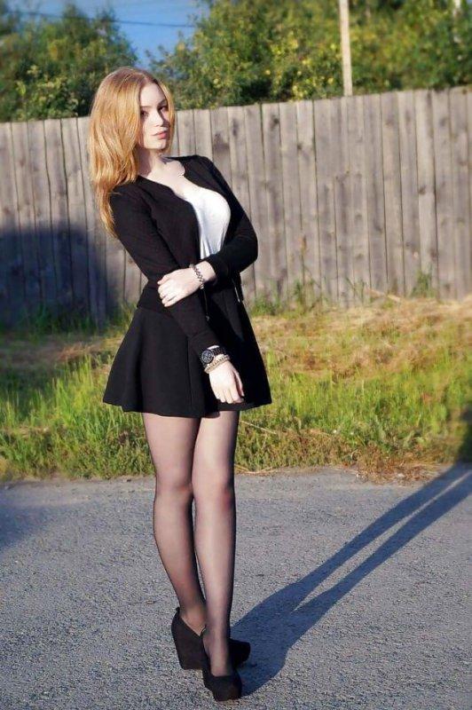 фото женщин в юбках и платьях и капронках