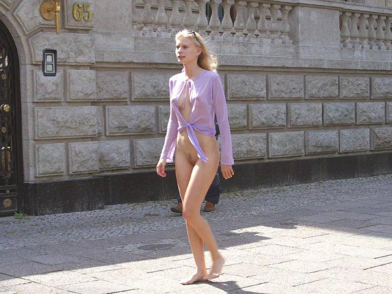 девушки без трусиков под одеждой фантазии