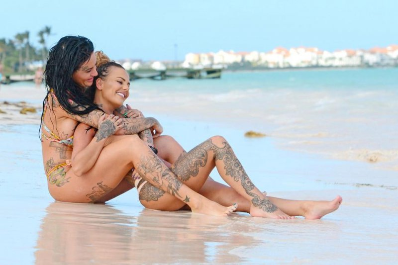 foto-tatuirovannih-lesbiyanok