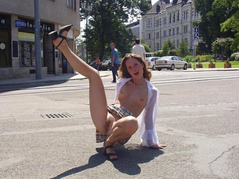 Гершон фото без трусов в форме на улице одолжила подругу онлайн