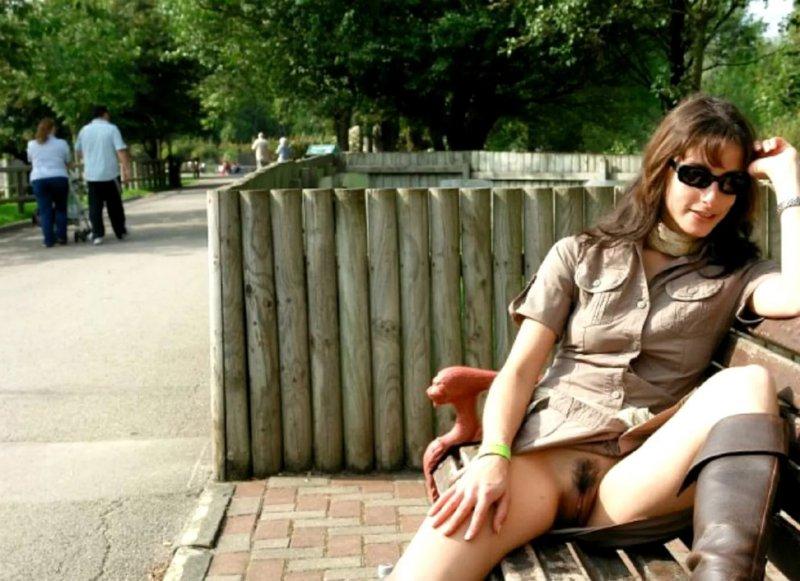 Жена без трусов на улице, полнометражное видео на тропическом острове