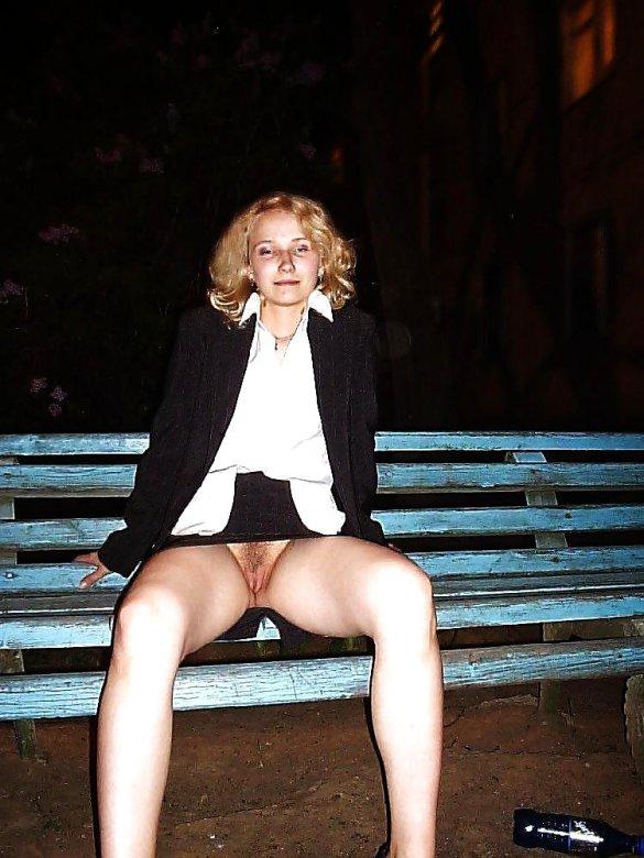 о женщин под длинной юбкой без трусов