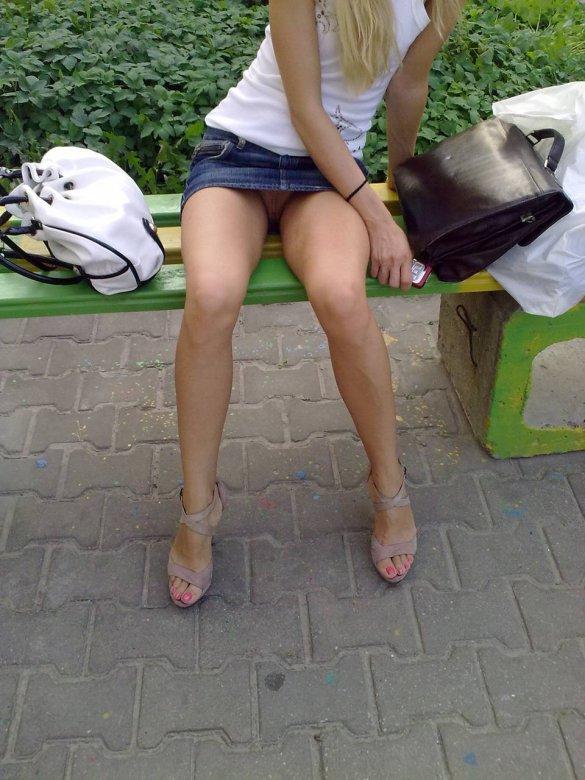 chastnoe-foto-devushek-pod-yubkoy-fotobaza-su