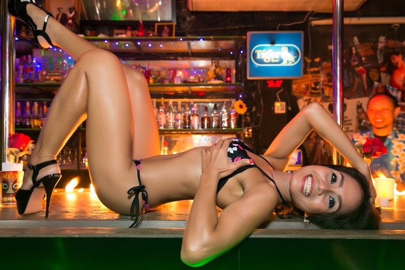 Reno strip clubs to open despite coronavirus order, but tops stay on
