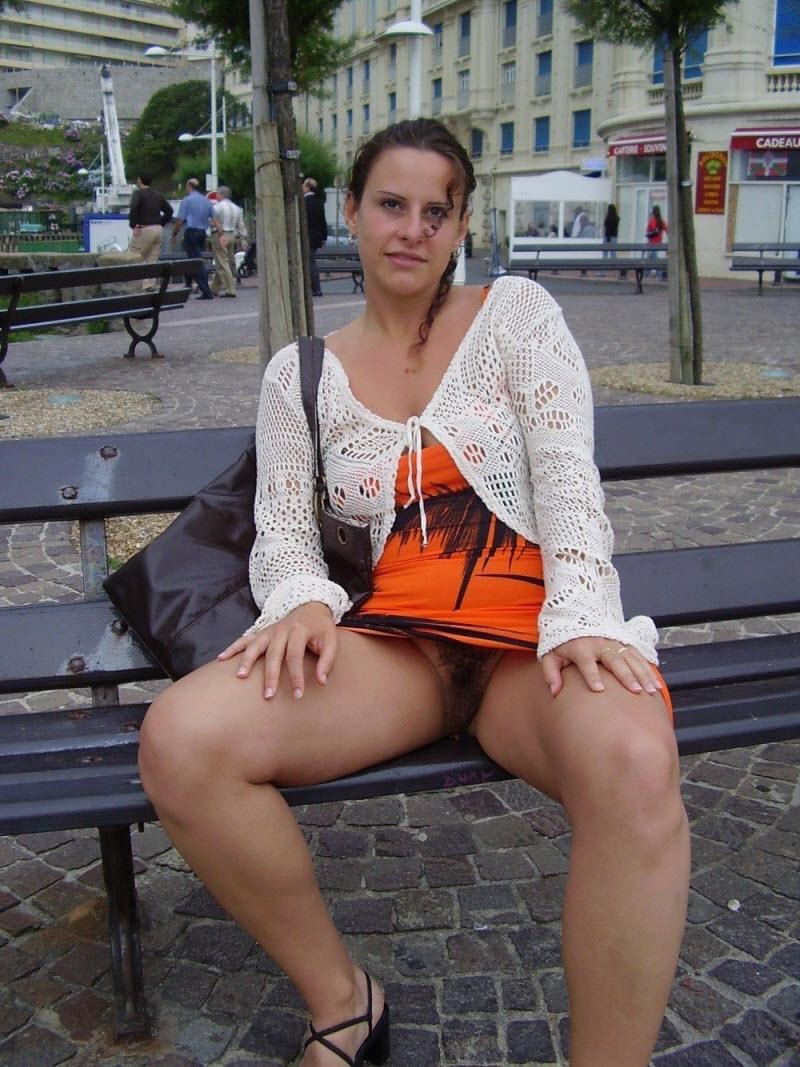 Видео бабы под юбкой без трусов индивидуалки винница джимми