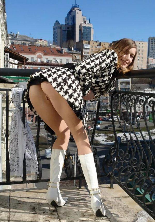 Фото женщин в одежде без трусов 7