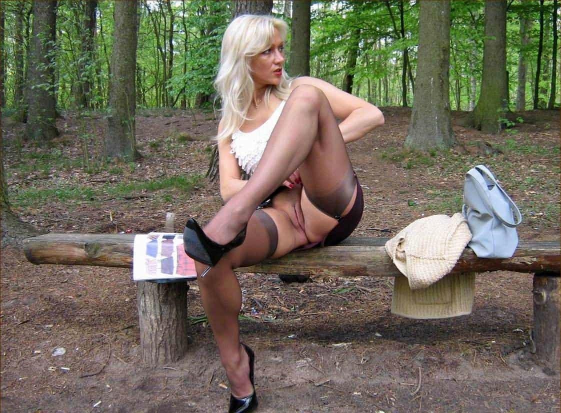 порно фото мини юбки на улице