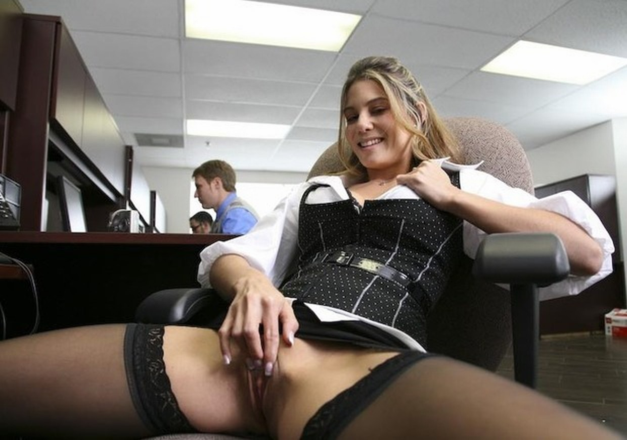 pam-from-the-office-naked-pussy-nude-girl-with-no-face-showing