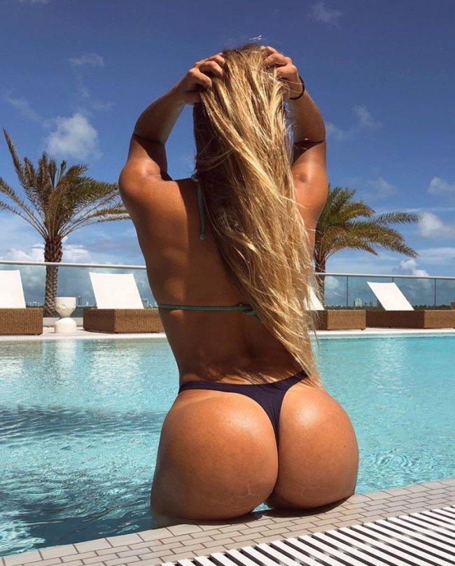 Красивый вид сзади, групповое русское порно брюнетки