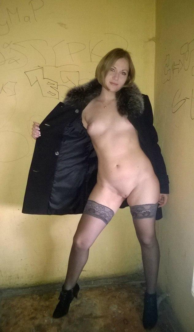Видео телку дворовая шмара голая жене после