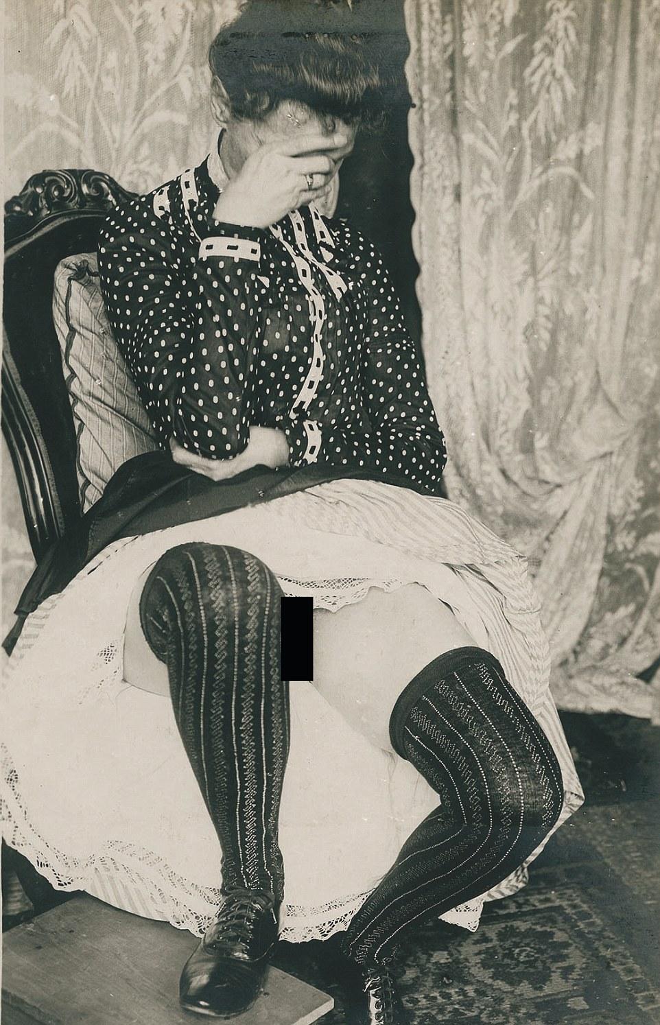 Проститутки старинные фото за проститутку приняли