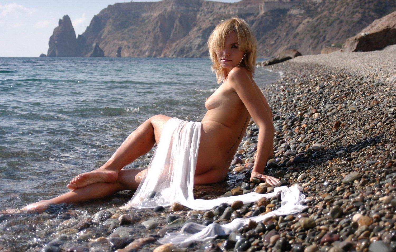 Фото мини трусы на пляже