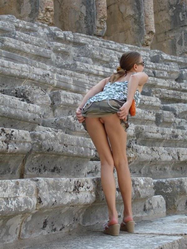 Видео девушки отдыхают летом без трусиков под юбкой эротика хрен фото